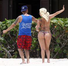 Красотка Леди Гага на пляже в Багамах фото #3