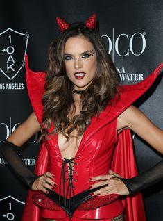 Алессандра Амбросио в образе сексуального дьявола на Хэлоуин фото #1