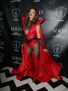 Алессандра Амбросио в образе сексуального дьявола на Хэлоуин фото #3