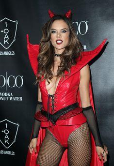 Алессандра Амбросио в образе сексуального дьявола на Хэлоуин фото #4
