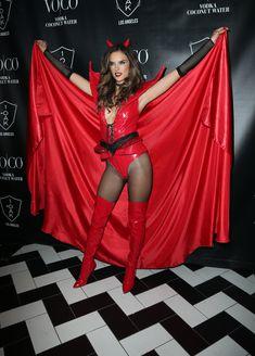 Алессандра Амбросио в образе сексуального дьявола на Хэлоуин фото #5