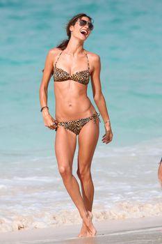 Секси Алессандра Амбросио на съемках для Victoria Secrets фото #2