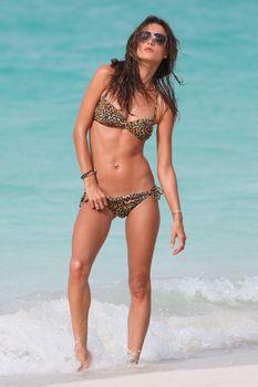 Секси Алессандра Амбросио на съемках для Victoria Secrets фото #6