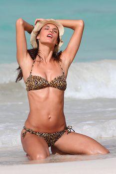 Секси Алессандра Амбросио на съемках для Victoria Secrets фото #8