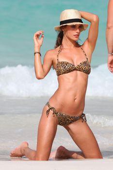 Секси Алессандра Амбросио на съемках для Victoria Secrets фото #9