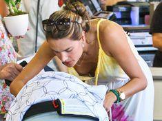 Алессандра Амбросио засветила грудь на шопинге фото #2