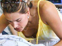 Алессандра Амбросио засветила грудь на шопинге фото #3