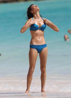 Горячая Алессандра Амбросио в бикини на съемках для Victoria's Secret фото #3