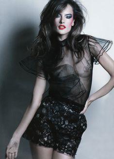 Алессандра Амбросио показала голую грудь в журнале Revue de Mode фото #2
