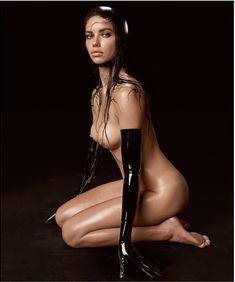 Адриана Лима разделась для календаря Pirelli фото #1