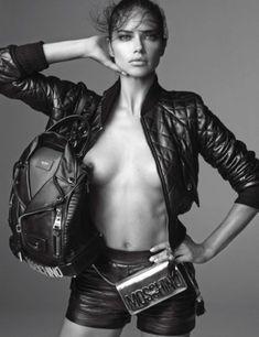 Голая грудь Адрианы Лимы в журнале Vogue фото #1