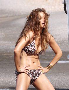 Красотка Адриана Лима позирует в леопардовом купальнике фото #6