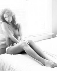 Адриана Лима в эро фотосессии для журнала Esquire фото #5