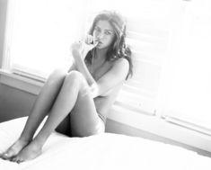 Адриана Лима в эро фотосессии для журнала Esquire фото #6