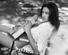 Адриана Лима в эро фотосессии для журнала Esquire фото #11