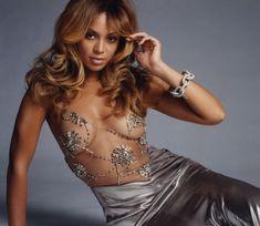 Бейонсе без лифчика в фотосессии для Glamour фото #1
