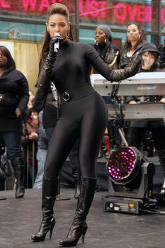 Соблазнительная Бейонсе в обтягивающем костюме на The Today Show фото #3