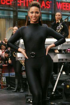 Соблазнительная Бейонсе в обтягивающем костюме на The Today Show фото #4