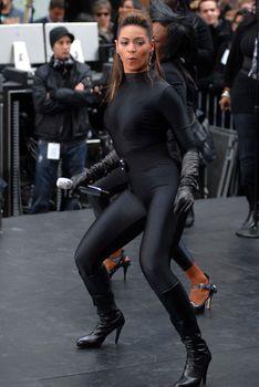 Соблазнительная Бейонсе в обтягивающем костюме на The Today Show фото #5
