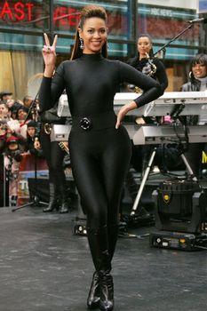 Соблазнительная Бейонсе в обтягивающем костюме на The Today Show фото #6