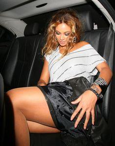 Бейонсе засветила трусики в машине фото #4