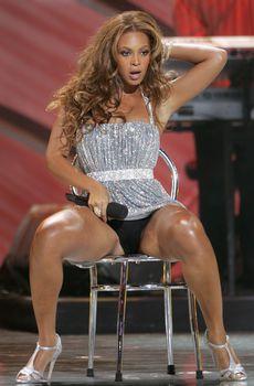 Черные трусы Бейонсе на премии World Music Awards фото #1