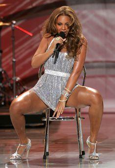 Черные трусы Бейонсе на премии World Music Awards фото #2