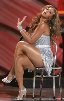 Черные трусы Бейонсе на премии World Music Awards фото #3