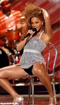 Черные трусы Бейонсе на премии World Music Awards фото #4