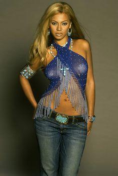 Бейонсе с наклейками на сосках для журнала Ebony фото #1