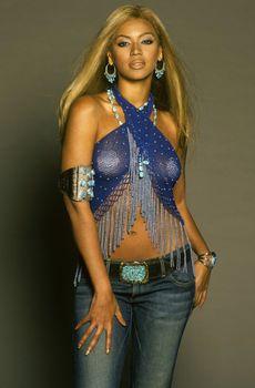 Бейонсе с наклейками на сосках для журнала Ebony фото #2
