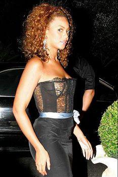 Голый засвет Бейонсе в прозрачном платье фото #1