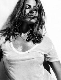 Ева Мендес без бюстгальтера в футболке для Allure фото #2
