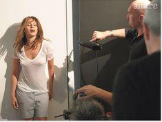 Ева Мендес без бюстгальтера в футболке для Allure фото #6