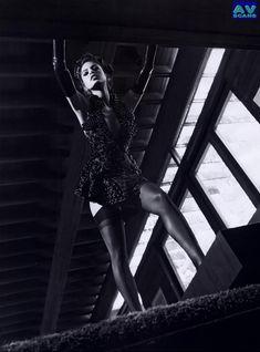 Голая грудь Евы Мендес в журнале Vogue фото #13