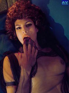 Голая грудь Евы Мендес в журнале Vogue фото #20