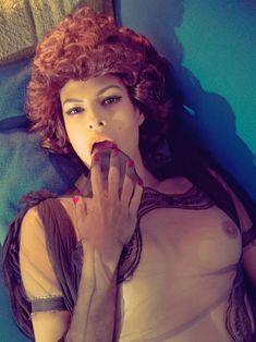 Голая грудь Евы Мендес в журнале Vogue фото #21