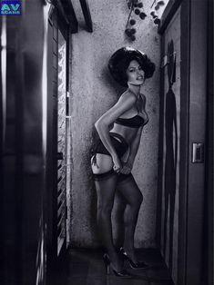 Голая грудь Евы Мендес в журнале Vogue фото #22