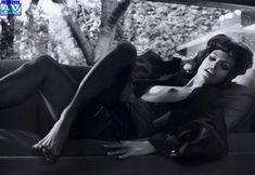 Голая грудь Евы Мендес в журнале Vogue фото #23