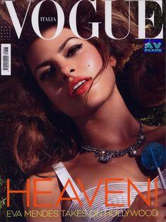Голая грудь Евы Мендес в журнале Vogue фото #25