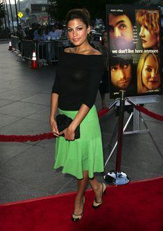 Засвет Евы Мендес от вспышки фотоаппарата на премьере фильма фото #7