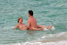 Голая грудь Камерон Диаз на пляже Сен-Барте фото #2