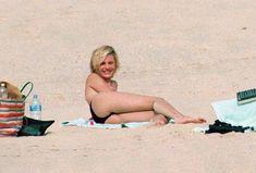 Голая грудь Камерон Диаз на пляже Сен-Барте фото #17