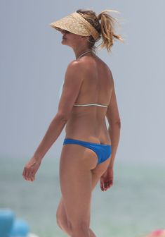 Сочная попка Камерон Диаз в бикини во Флориде фото #1