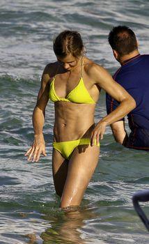 Спортивное тело Камерон Диаз в бикини в Майями фото #1