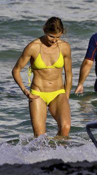 Спортивное тело Камерон Диаз в бикини в Майями фото #2