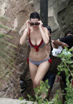 Возбуждающая Кэти Перри в бикини на Мальдивах фото #3