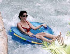 Возбуждающая Кэти Перри в бикини на Мальдивах фото #4