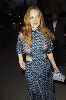 Линдси Лохан в прозрачном платье на премии The Asian Awards фото #8