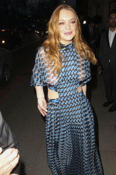 Линдси Лохан в прозрачном платье на премии The Asian Awards фото #9